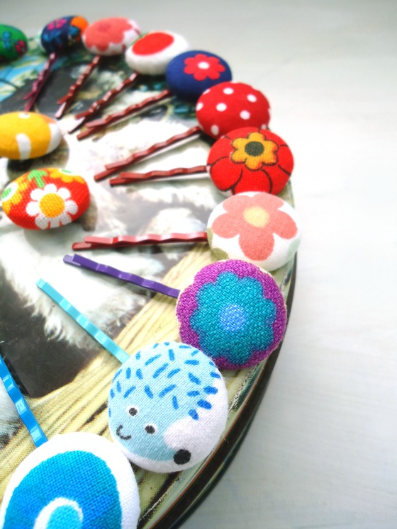 modflowers: vintage fabric button hair grips